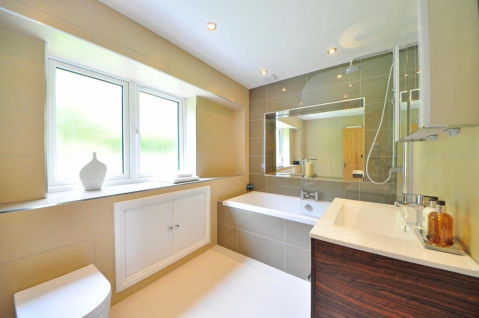 Une douche ou une baignoire dans votre salle de bain, quelle est la solution pratique?