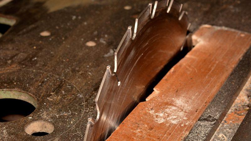 Les outils de bricolage : Différence entre scie circulaire et scie à table